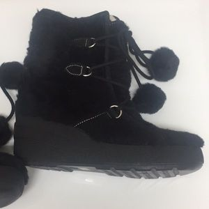 New Juicy Couture Black Winter Boots, pompoms, 9